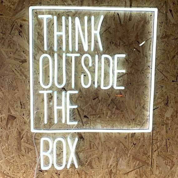 Think Outside The Box - LED Neon felirat