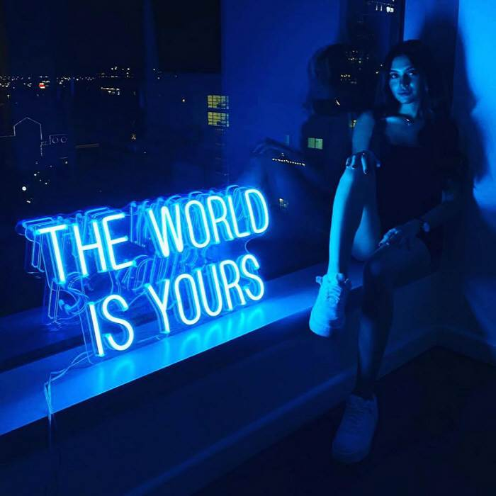 The World Is Yours - LED Neon felirat