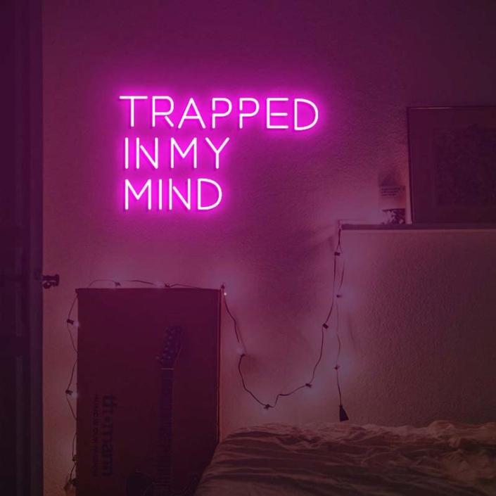 Trapped in my mind Neon felirat otthonra