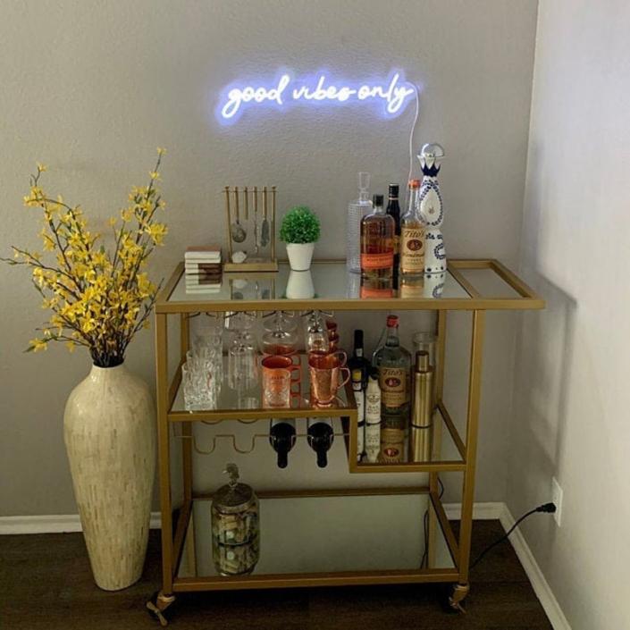 good vibes only Neon felirat otthonra