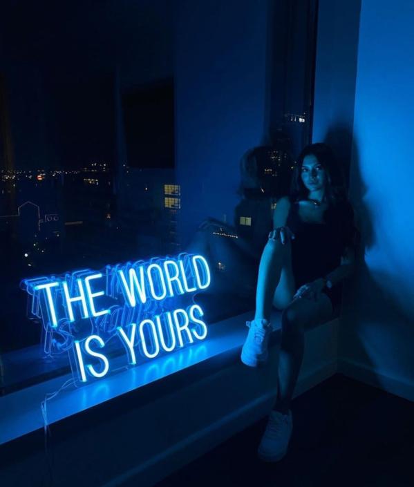 The World is Yours Neon felirat otthonra